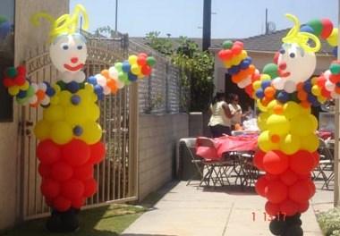 large-clownsc-standing