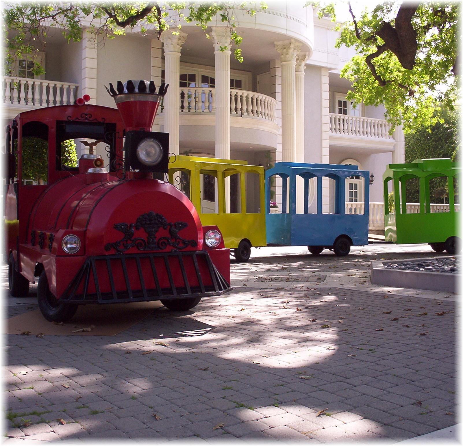 train-circus